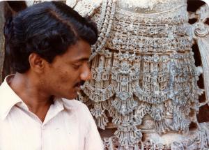 Intricate_jewelry_carved_into_monolith_Halebeedu_1