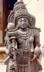 statue_at_foot_of_Bahubali_1